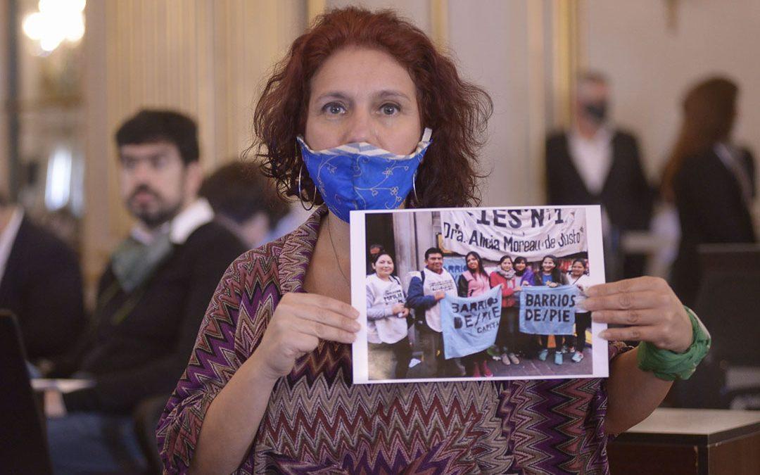 Coronavirus en barrios populares: Homenajean a Agustín Navarro en la Legislatura porteña